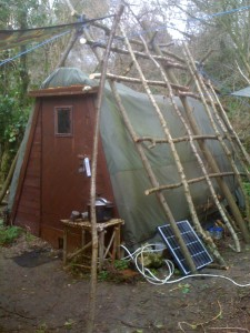 Self sufficient off grid low impact bushcraft living courses.