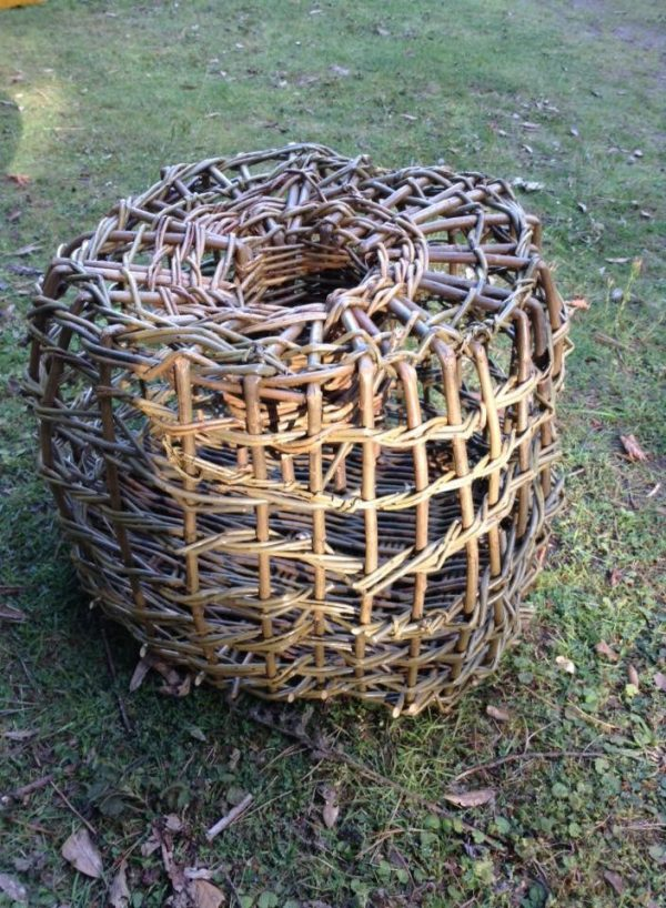 Making a willow lobster pot